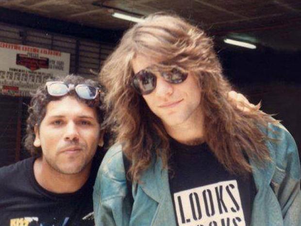 Cláudio Maradona já tirou foto acompanhado por Jon Bon Jovi. (Foto: Cláudio Maradona/ Arquivo pessoal)