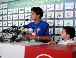 Fahel e o filho em coletiva (Foto: Raphael Carneiro/Globoesporte.com)
