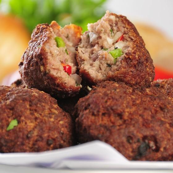 Bolinho de carne é um dos petiscos que serão servidos na festa 12 Horas de Boteco em comemoração aos 43 anos do Bar do Luiz Fernandes (Foto: Divulgação)