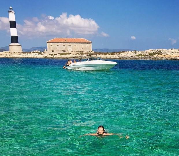 Lívia Andrade se refresca em mar paradisíaco de Ibiza, na Espanha (Foto: Reprodução/Instagram)