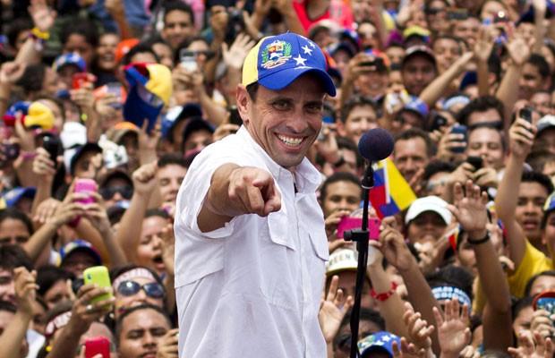 Henrique Capriles, durante comício em Maturin, nesta quarta-feira (20) (Foto: Carlos Garcia Rawlins/Reuters)