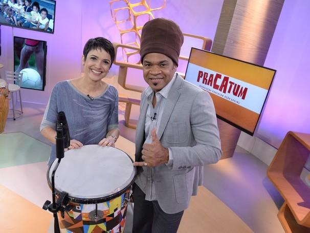 Sandra Annenberg entrevista Carlinhos Bronw no estúdio do Como Será? (Foto: Globo/Zé Paulo Cardeal)