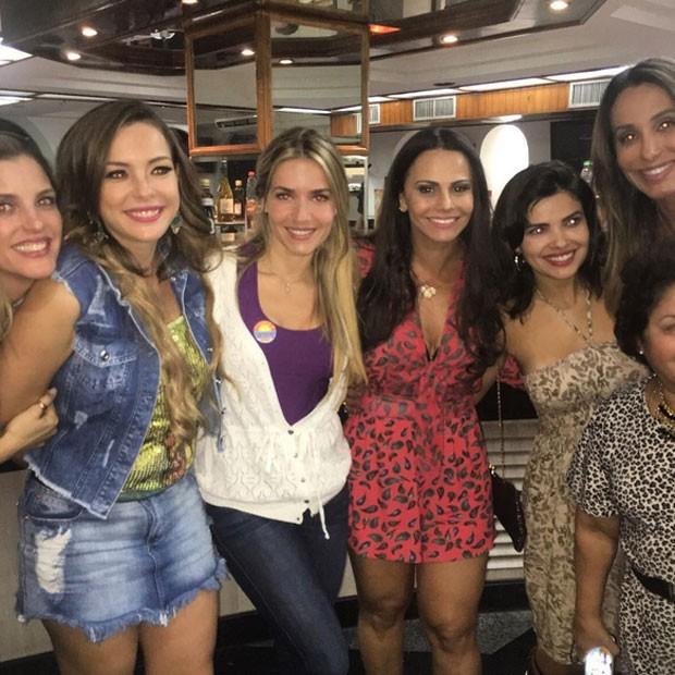 Regiane Alves, Monique Alfradique, Viviane Araújo e Vanessa Giácomo rodam filme no Rio (Foto: Instagram/ Reprodução)