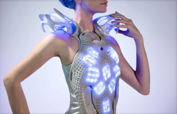 As luzes do vestido podem afastar presenças indesejadas (Foto: Divulgação)
