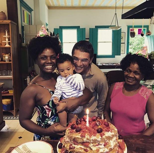 Adriana Alves com Olívia, o marido, Olivier Anquier e a mãe, Nanci (Foto: Reprodução/Instagram)