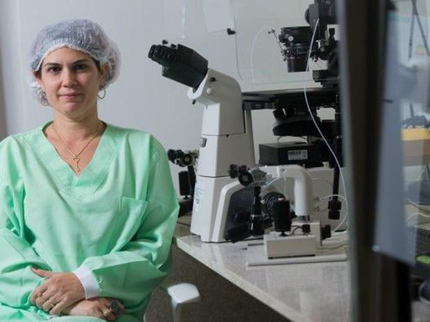 Mulheres optam por congelar embriões para ter mais segurança, diz a médica Altina Castelo Branco (Foto: Rafael Martins/BBC)