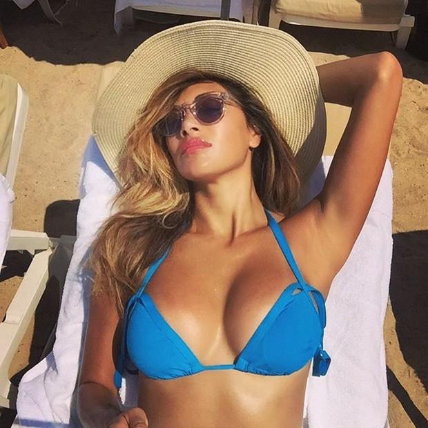Nicole Scherzinger em praia em Cannes, na França (Foto: Instagram/ Reprodução)