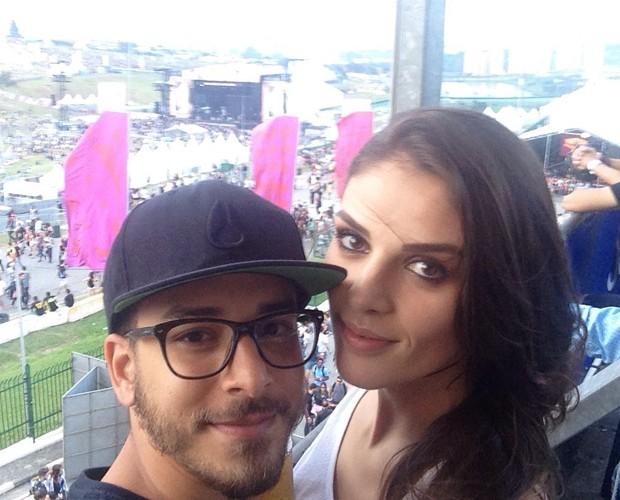 Junior Lima e esposa Mônica no Lollapalooza 2015 (Foto: Gshow)