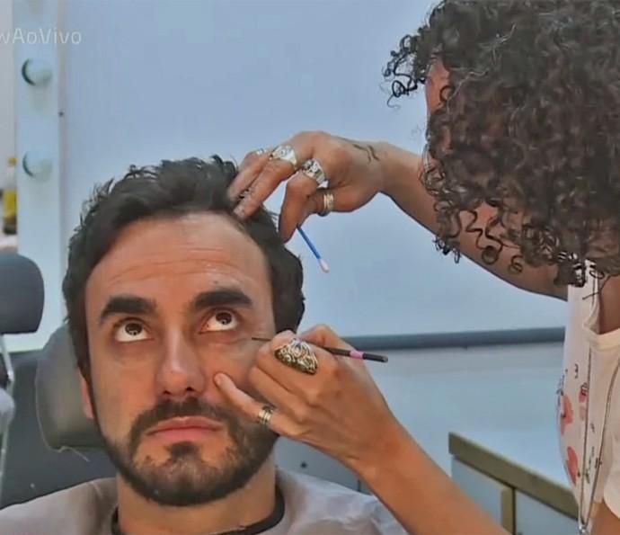 Gabriel Godoy passa por caracterização especial em 'Haja Coração' (Foto: TV Globo)