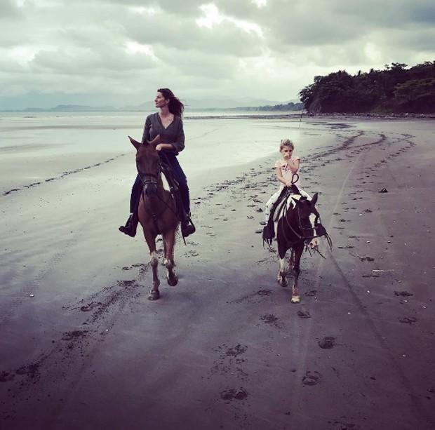 Gisele Bündchen e Tom Brady curtem férias em família na Costa Rica