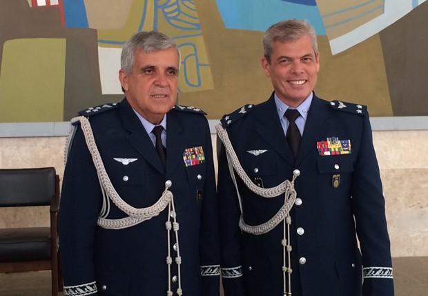 O brigadeiro Joseli Camelo (esq), indicado pela FAB para o STM, e o brigadeiro Luiz Alberto Bianchi (dir), que assumirá o comando das viagens da presidente Dilma. (Foto: Filipe Matoso/G1)