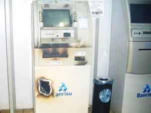 Ladrões usaram maçarico para tentar arrombar caixa eletrônico em São Martinho (Foto: Divulgação/Brigada Militar)