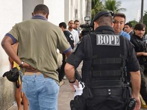 Sargento da PM foi preso durante Operação 'Esqueleto' em João Pessoa (Foto: Walter Paparazzo/G1)