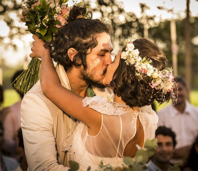 Miguel e Olívia firmam união em casamento emocionante (Foto: Inácio Moraes/ Gshow)