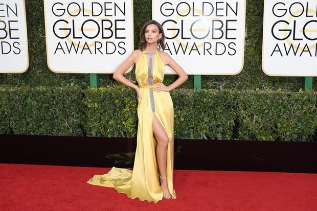 Emily Ratajkowski no Globo de Ouro (Foto: Getty Images)