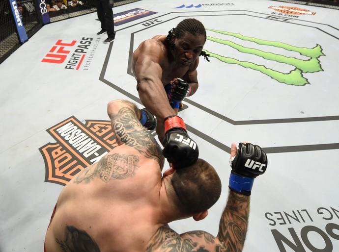 Francis Ngannou x Bojan Mihajlovic UFC Chicago (Foto: Getty Images)