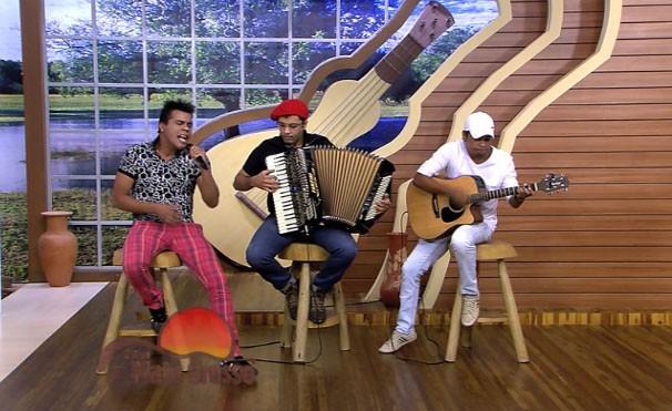 Black e Banda fizeram a festa na última edição do É Bem Mato Grosso. (Foto: Reprodução/TVCA)