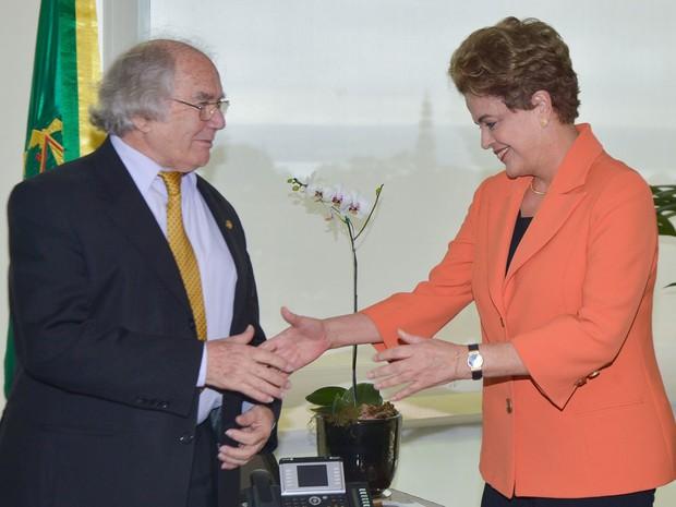 A presidente Dilma Rousseff recebeu, no Palácio do Planalto, o prêmio Nobel da Paz de 1980, Adolfo Esquivel (Foto: José Cruz / Agência Brasil)