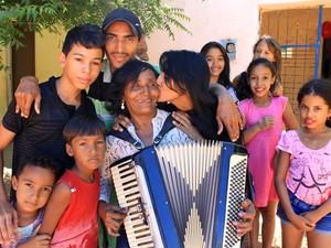 Sebastiana Torres é o grande xodó dos filhos e dos netos (Foto: Gustavo Almeida/G1)