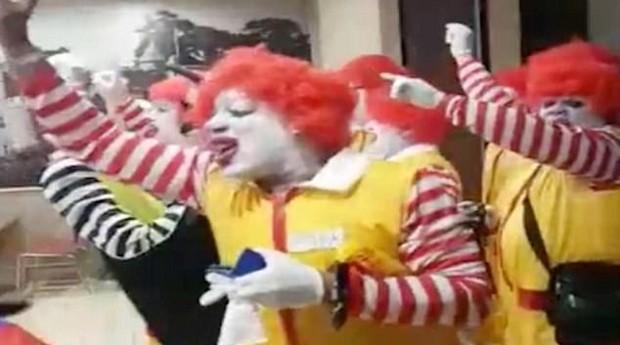 Mascotes do McDonald's invadiram Burger King nos EUA (Foto: Divulgação)
