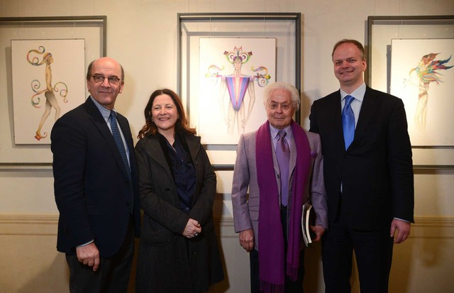 Roberto Capucci (second from right) at the Uffizi Gallery with, from left, Rafaello Napoleone, CEO of Pitti Immagine; the Deputy Mayor of Florence, Cristina Giachi; and Eike Schmidt, the current Director of the Uffizi (Foto: FRANCESCO GUAZZELLI)