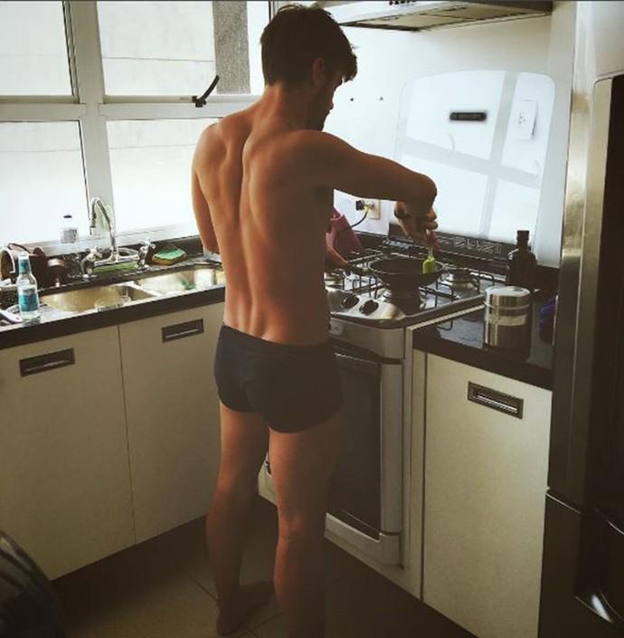 Rafael Licks na cozinha  (Foto: Arquivo Pessoal )