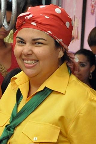 Lucicreide (Fabiana Karla) tenta dar um empurrãozinho na carreira musical de Carretel neste sábado, dia 24 (Foto: Globo)