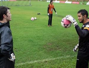 Renan e Douglas no treino do Vitória (Foto: Divulgação/EC Vitória)