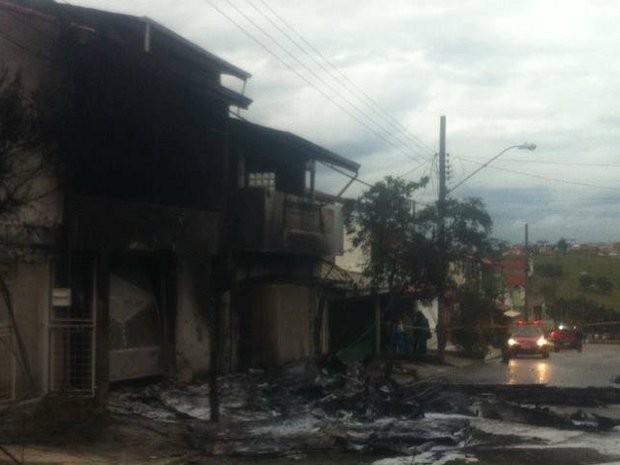 Avião caiu na Zona Norte de Sorocaba (Foto: Adriana Fratini / Band FM)