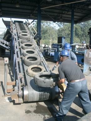 Globo Ecologia: como se livrar dos residuos industriais como os pneus e catalisadores de carros (Foto: Divulgação / Reciclanip)