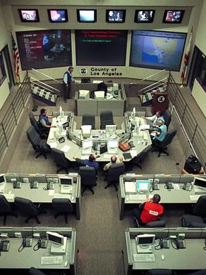 Central de operações contra o 'bug do milênio' em Los Angeles, nos EUA (Foto: Jim Ruymen/AFP/Arquivo)