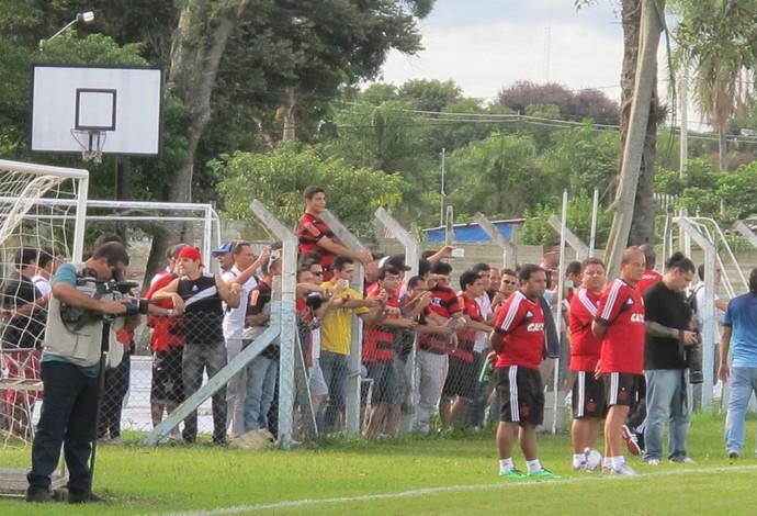 Torcida acompanha treino do Flamengo na Bolívia (Foto: Thales Soares)