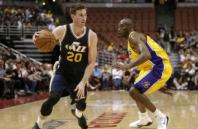 Gordon Hayward e Kobe Bryant, Jazz x Lakers - AP (Foto: AP)