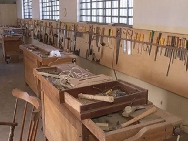 Educandário é o único da cidade que oferece formação em marcenaria  (Foto: reprodução/TV Tem)
