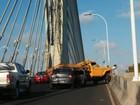 Colisão entre dois veículos deixa trânsito lento na Ponte Estaiada