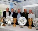 Guardiola posa troféus conquistados  à frente do Bayern no adeus ao clube