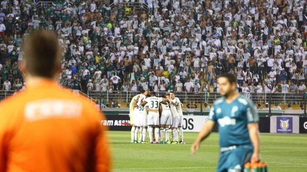 Time do Coritiba reunido contra o Palmeiras