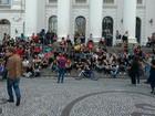 Centenas protestam contra o aumento da tarifa do ônibus em Curitiba