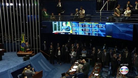 Senado aprova relatório e Dilma vira ré no processo de impeachment