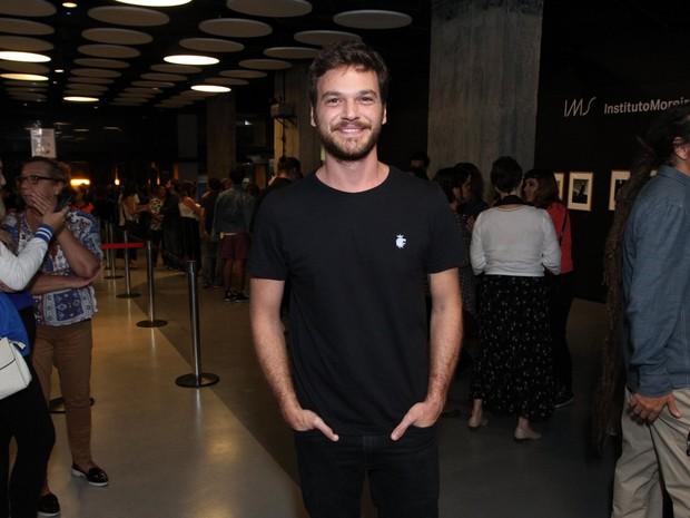 Emilio Dantas em première de filme na Zona Sul do Rio (Foto: Thyago Andrade/ Brazil News)
