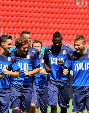 Jogadores Itália treino (Foto: Aldo Carneiro / Pernambuco Press)