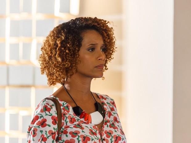 Verônica não tem mais como mentir... (Foto: Artur Meninea/TV Globo)