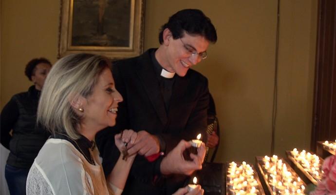 Padre Reginaldo Manzotti fez uma surpresa de Dia das Mães para a mamãe Ana Paula e mandou recado para todas as mães (Foto: Reprodução/RPC)