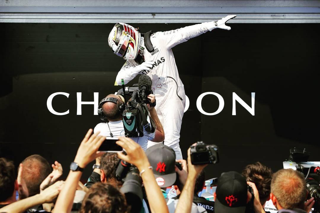 Lewis Hamilton no pódio do GP da Hungria (Foto: Reprodução/Instagram)
