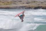"""Backflip? Surfista acerta mortal e batiza manobra de """"Flippy Moppy Flip""""; vídeo"""