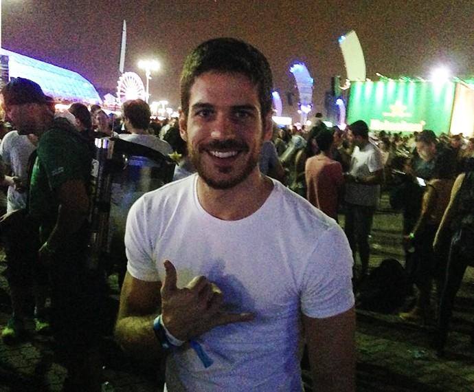 Marco Pigossi em sua chegada ao Rock in Rio (Foto: Ícaro Martins/Gshow)