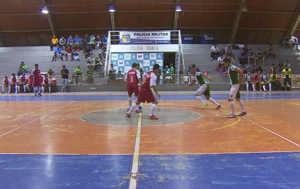 Oito times disputaram no primeiro dia de jogos no Amapá (Foto: Globo Esporte AP)
