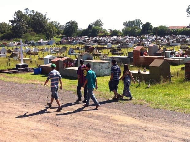 Cinco pessoas da mesma família foram sepultadas em Nova Santa Rita (Foto: Emanuel Da Ros/RBS TV)