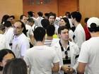 Profissionais e estudantes de medicina realizam protesto em Cuiabá