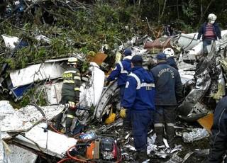 Primeiras imagens do avião onde viajava o time Chapecoense (Foto: Telemedellín/Reprodução twitter)
